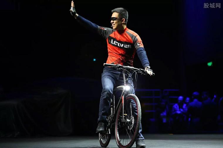 乐视新推两款智能单车