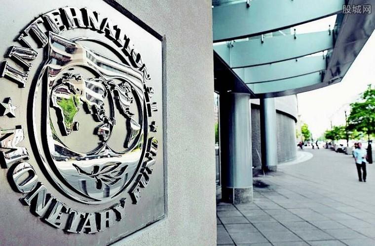 IMF第三次上调增长预期