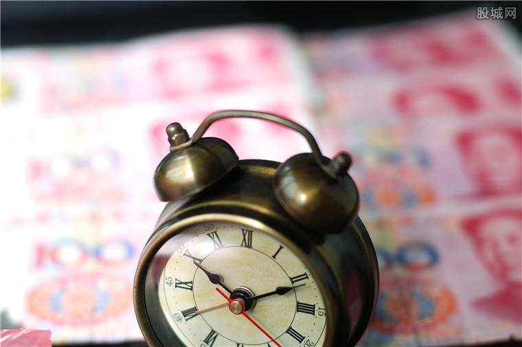 资源和消费类基金开年领跑