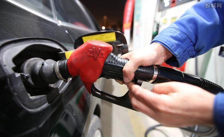 【油价或迎四连涨】本周五油价或迎四连涨 哪些相关概念股值得关注?