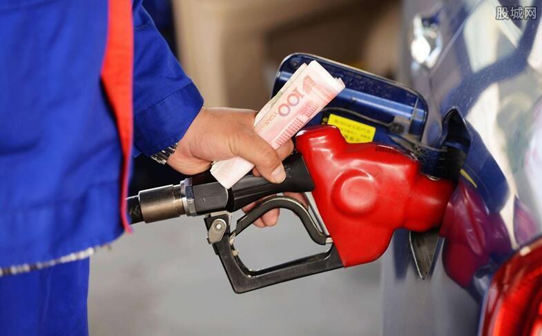 【油价将迎四连涨】国内油价将迎四连涨 哪些成品油概念股或将受益?
