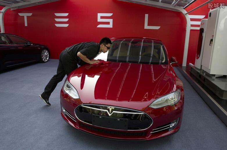 特斯拉将升级车辆芯片 马斯克称具有里程碑意义