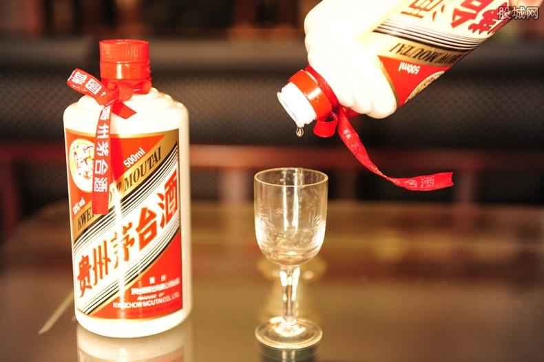 600764股吧 茅台市值1.5万亿 白酒股普遍拉升走强集体飘红