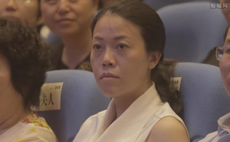 2019年杨惠妍有多少钱