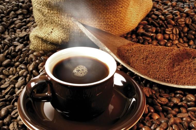 瑞幸咖啡伪造交易22亿 股价暴跌80%