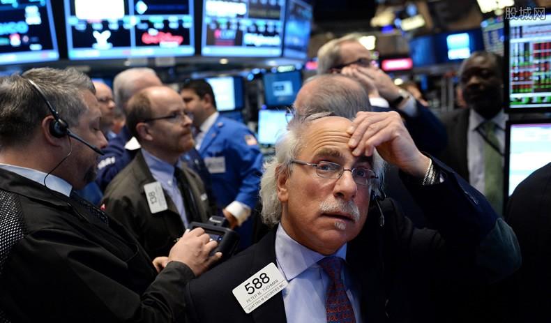 美国单日新增新冠肺炎超7.4万例 周四美股涨跌不一